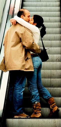 Escalator kiss medium